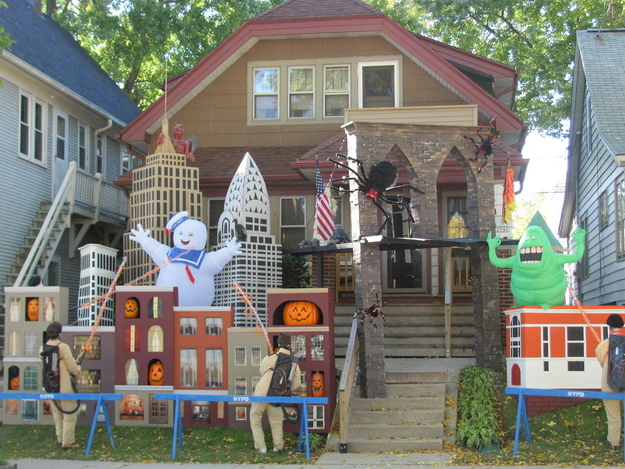ghostbusters decorations - Houses Decorated For Halloween