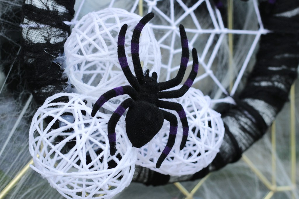 DIY Spider Nest Wreath
